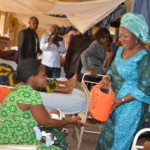 The wife of Abia state governor, Lady Mercy Odochi Orji presenting a gift to a nursing mother at the Federal Medical Centre, Umuahia