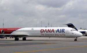Dana_Air_McDonnell_Douglas_MD-83_(DC-9-83)_Iwelumo-2