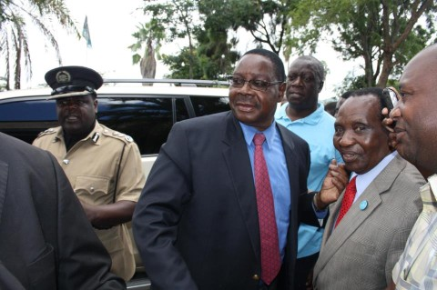 peter-mutharika-at-police