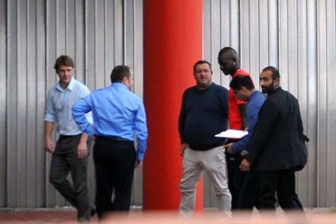 Mario-Balotelli-arrives-at-Melwood