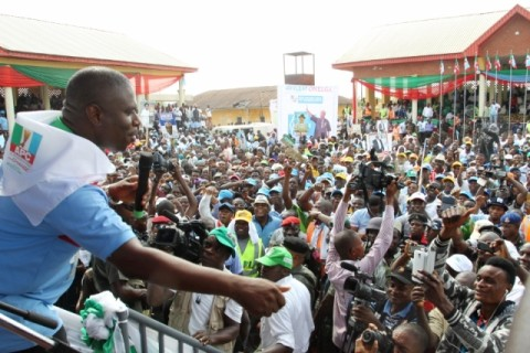 ORASHI 03 - Dr. Dakuku Peterside in a closer interaction with supporters