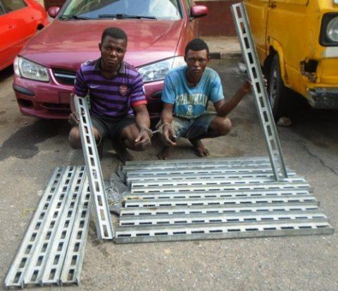Bridge-railing-robbers