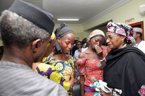 vp-receives-21-chibok-girls-18