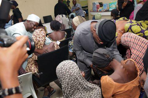 vp-receives-21-chibok-girls-8