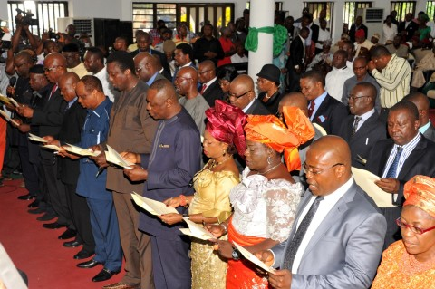 Cross section of the newly sworn-in Commissioners and Permanent Secretaries taking their oath of office during the swearing-in ceremony in Umuahia: Photo: Ibeabuchi Abarikwu