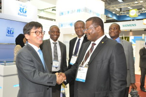 Group Managing Director of the Nigerian National Petroleum Corporation, NNPC, Engr. Andrew Yakubu, with the Managing Director, Korean National Oil Corporation, KNOC, Oh-Kyeu Baek, at the exhibition pavilion of the World Energy Congress in Daegu, South Korea