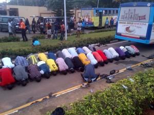 LASU students praying at the entrance of Fashola's office