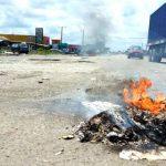 Ibeju Lekki Youths Protest Against Lockdown, Sets Trucks, Vehicles Ablaze